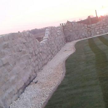 Gartenmauer, Kiesbeet, Garten, rollrasen