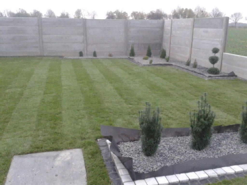 Garten, Platten, Rollrasen, Kiesbeet, Betonzaun -