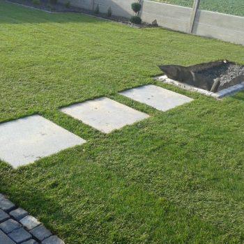 Garten, Platten, Rollrasen, Kiesbeet, Betonzaun